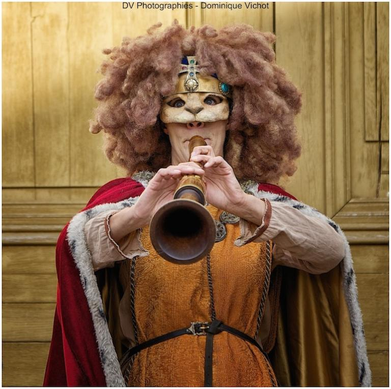 Notre reine : Fière la lionne!